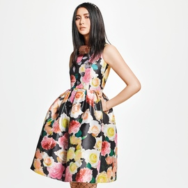 DRESS COLLECTION @SANYO iStore